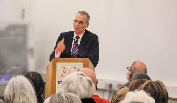 Prof. Michael Wolffsohn bei der Vorstellung seines Buches Deutschjüdische Glückskinder