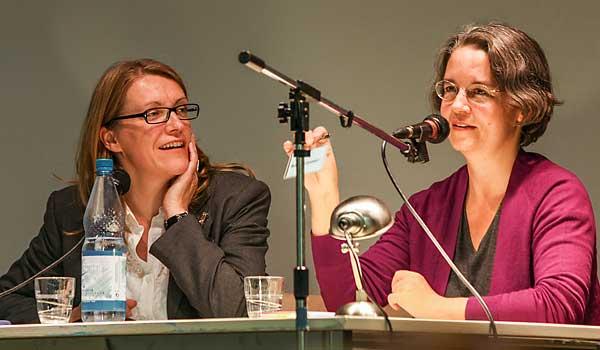 Dr. Gabriela Köster befragt Sieglinde Geisel zu ihrem Buch.
